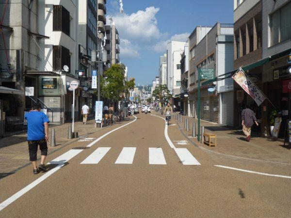 (写真1)地域デザインの好事例、松山ロープウェー通り
